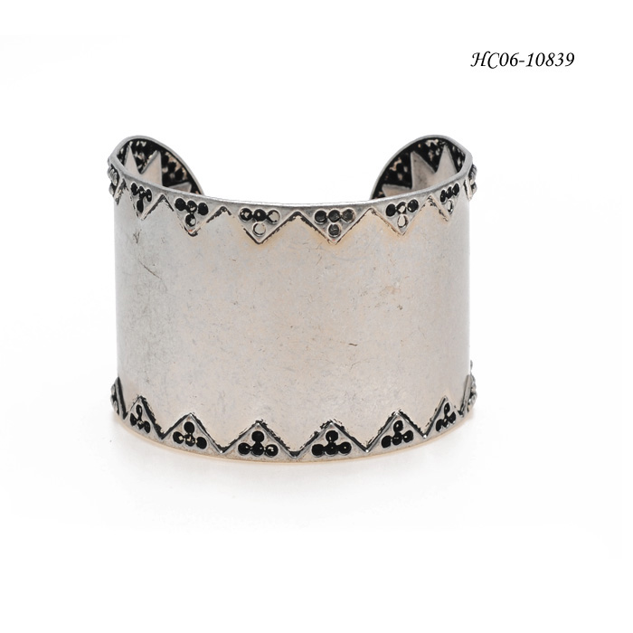 Bangle Cuff HC06-10839