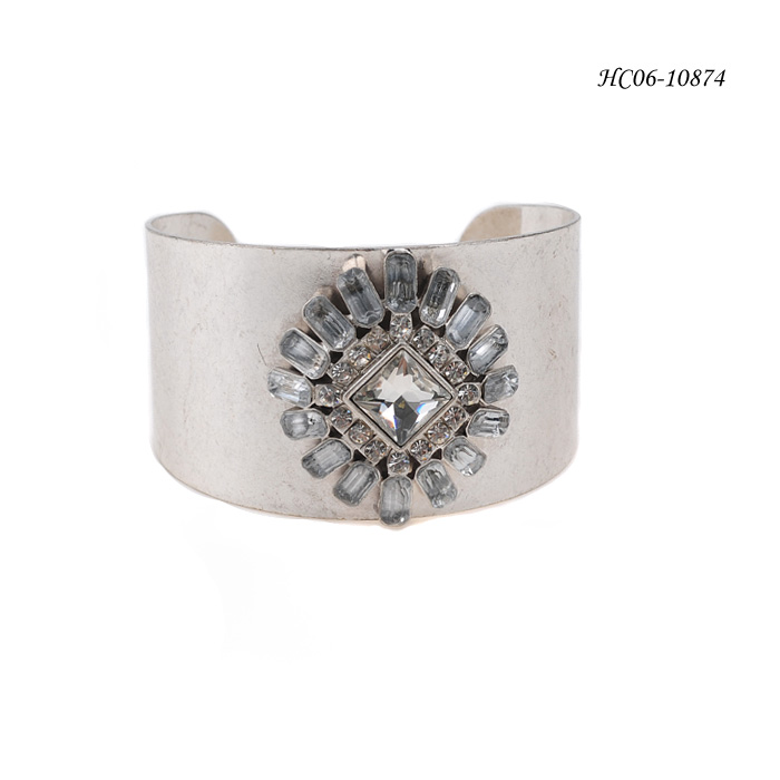 What are some methods of jewelry setting?