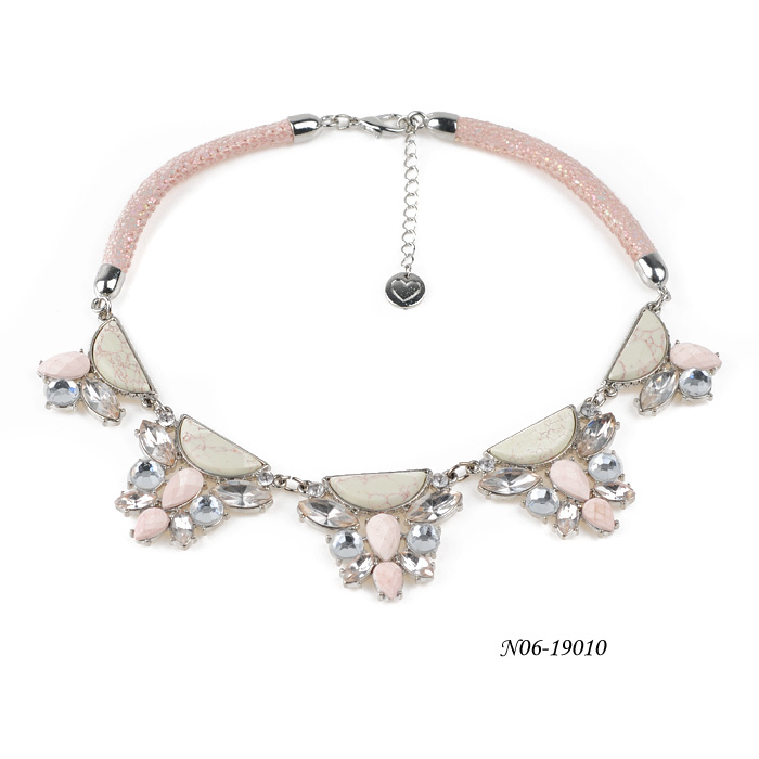 Crystal Necklaces N06-19010